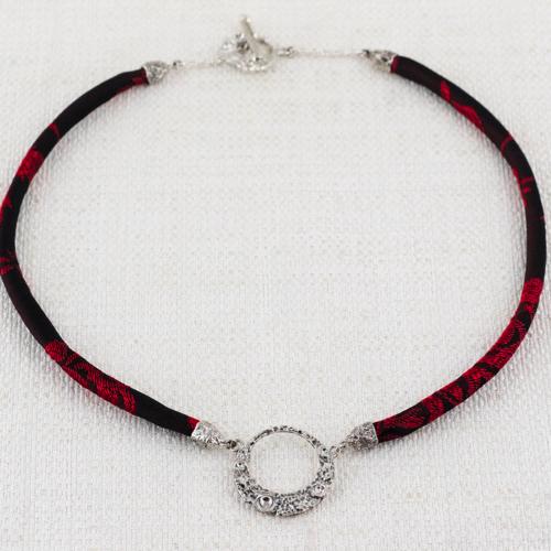 Collana Moon Ring Small con Broccato Nero e Rosso Vivo 9