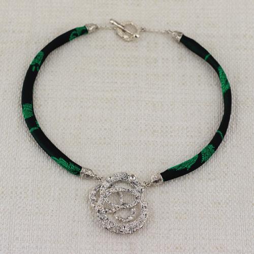 Collana Moon Ring Composition con Broccato Nero e Verde 11